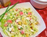 Салат из пекинской капусты с майонезом, кукурузой, крабовыми палочками и яйцами